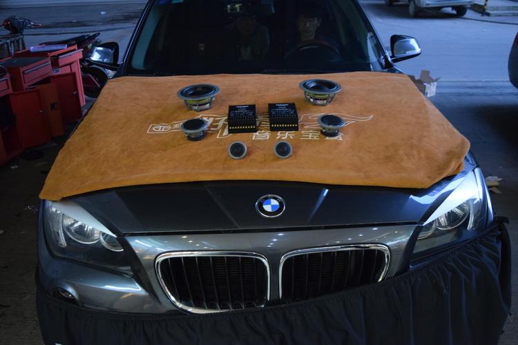 宝马X1汽车音响改装丹拿喇叭,喜欢的音乐自己来寻找!昆明发烧友汽车音响