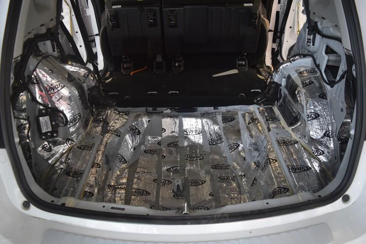 昆明发烧友汽车音响改装:哈弗H6底盘翼子板隔音,减小路噪