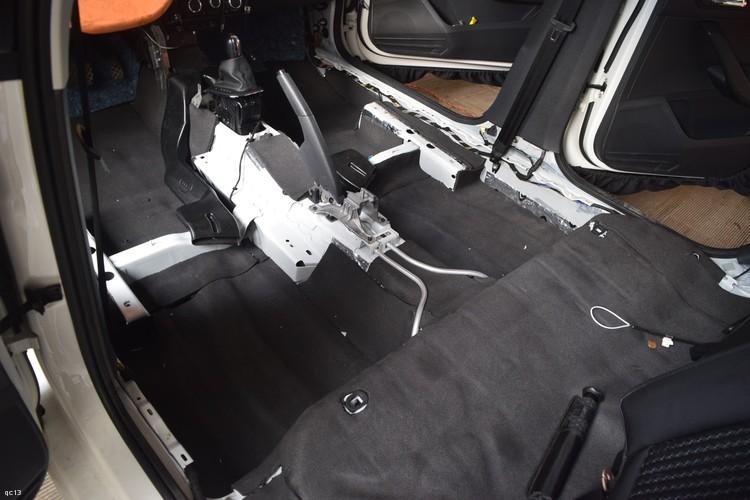 昆明发烧友汽车音响:大众朗逸底盘和尾箱隔音处理,解决路噪和共鸣噪音
