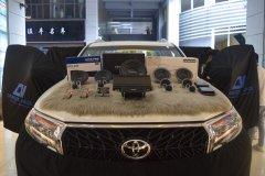 丰田普拉多汽车音响改装丹拿372三分频喇叭,昆明发烧友汽车音响