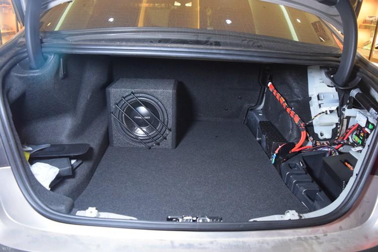 超低音在尾箱安装